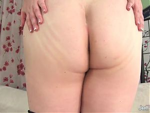 Adorable Plumper Maisie Blue Plays with Herself
